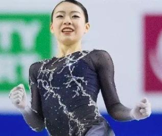 紀平選手 ガッツポーズ